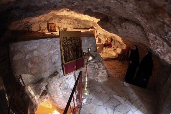 Храм в пещере, где спали ученики во время Моления Спасителя о Чаше