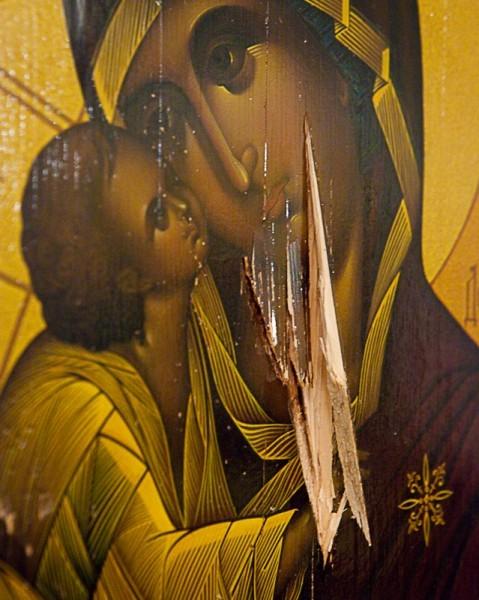 Осквернённый образ Богородицы