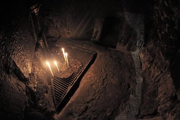 в храме Гроба Господня - в сирийской часовне предполагаемые захоронения прав. Никодима и Иосифа Аримафейского