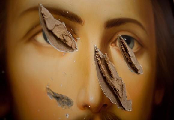 Лик Спасителя. Порубленная икона из храма Прокопия Праведного Великого Устюга