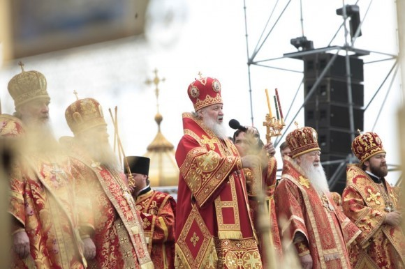 молебное пение в защиту веры, поруганных святынь, Церкви и ее доброго имени перед Храмом Христа Спасителя (8)