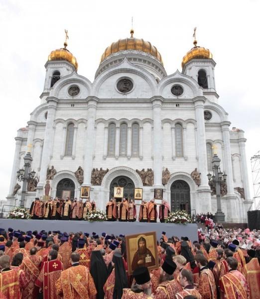 молебное пение в защиту веры, поруганных святынь, Церкви и ее доброго имени перед Храмом Христа Спасителя (4)