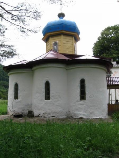 Действующая Ильинская церковь, 9 век.