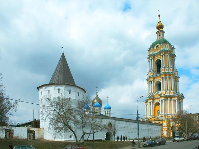 После отливки мемориального колокола в Новоспасском монастыре укомплектуют всю звонницу