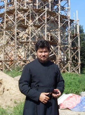 Отец Роман возле колокольни Казанского храма