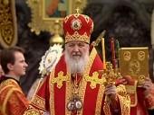 Патриарх Кирилл: Пасхальное поминовение усопших – это живое общение с теми, кто предстоит перед Богом