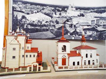 В музее: макеты старинных храмов Михайло–Архангельского и Благовещенского