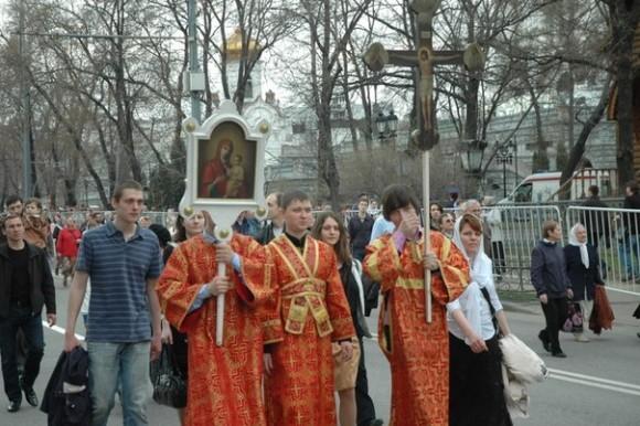 молебное пение в защиту веры, поруганных святынь, Церкви и ее доброго имени перед Храмом Христа Спасителя (15)
