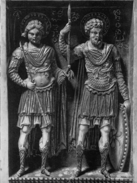 Триптих «Сорок мучеников Севастийских и святые воины». Фрагмент «Свв. Георгий и Димитрий». Слоновая кость. X–XI вв. Византия. ГЭ, Спб.
