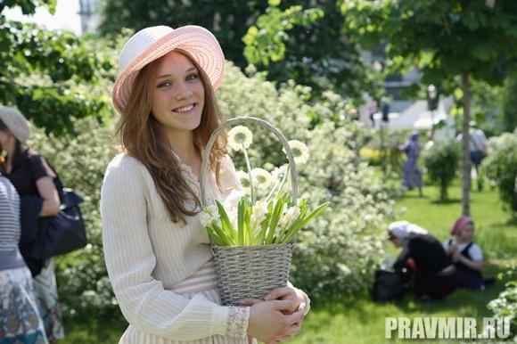 Белый цветок в Марфо-Мариинской обители. Фото Ксении Прониной (10)