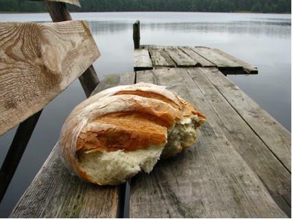 Хлеб к вину во время Успенского поста
