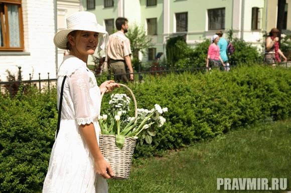 Белый цветок в Марфо-Мариинской обители. Фото Ксении Прониной (23)