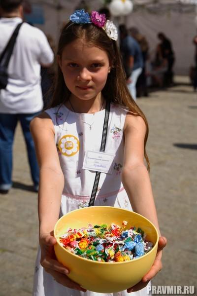 Белый цветок в Марфо-Мариинской обители. Фото Ксении Прониной (27)