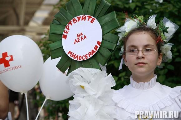 Белый цветок в Марфо-Мариинской обители. Фото Ксении Прониной (29)
