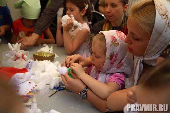 Белый цветок в Марфо-Мариинской обители. Фото Ксении Прониной (36)