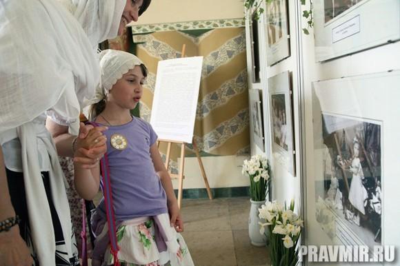 Белый цветок в Марфо-Мариинской обители. Фото Ксении Прониной (39)