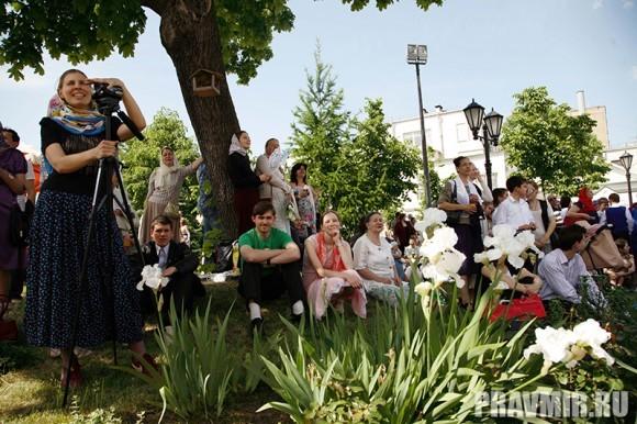 Белый цветок в Марфо-Мариинской обители. Фото Ксении Прониной (43)
