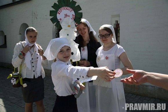 Белый цветок в Марфо-Мариинской обители. Фото Ксении Прониной (5)