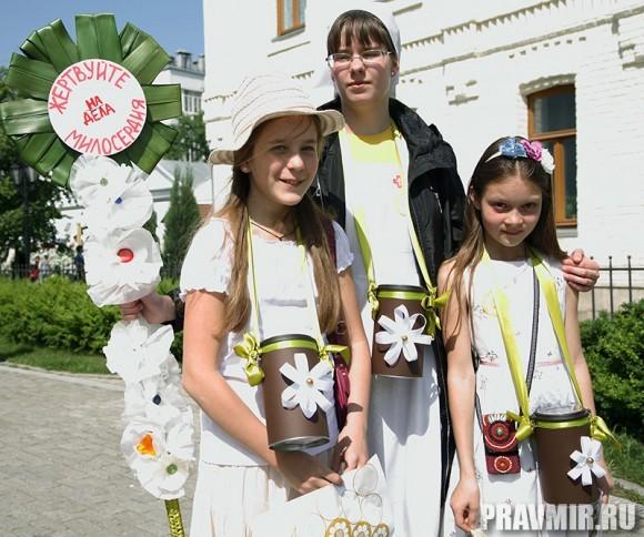 Белый цветок в Марфо-Мариинской обители. Фото Ксении Прониной (6)