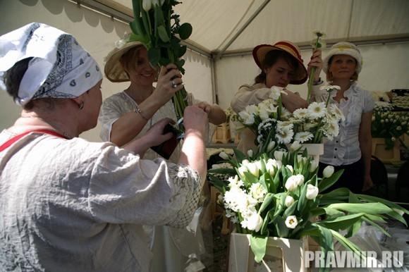 Белый цветок в Марфо-Мариинской обители. Фото Ксении Прониной (7)