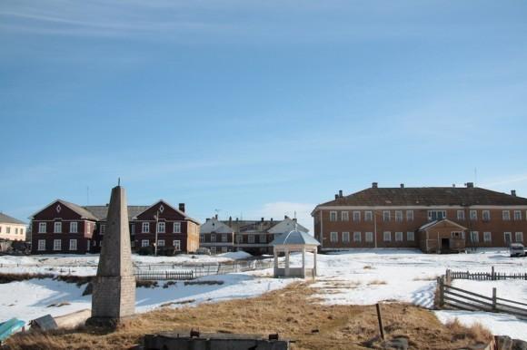 Вид на посёлок со стороны сухого дока