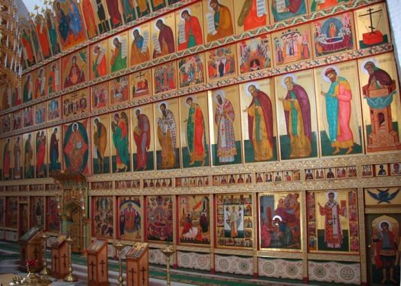 Иконостас в Спасо-Преображенском соборе