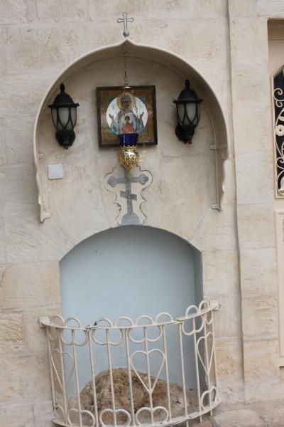 На этом месте, согласно преданию, стояла Богородица в момент Вознесения
