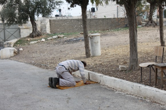 Мусульманская молитва в греческом православном монастыре