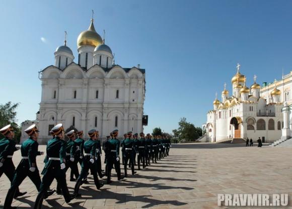 Патриаршая литургия в Кремле и молебен у храма Василия Блаженного. Фото Владимира Ходакова (3)