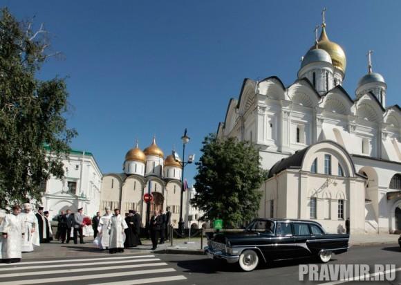 Патриаршая литургия в Кремле и молебен у храма Василия Блаженного. Фото Владимира Ходакова (6)