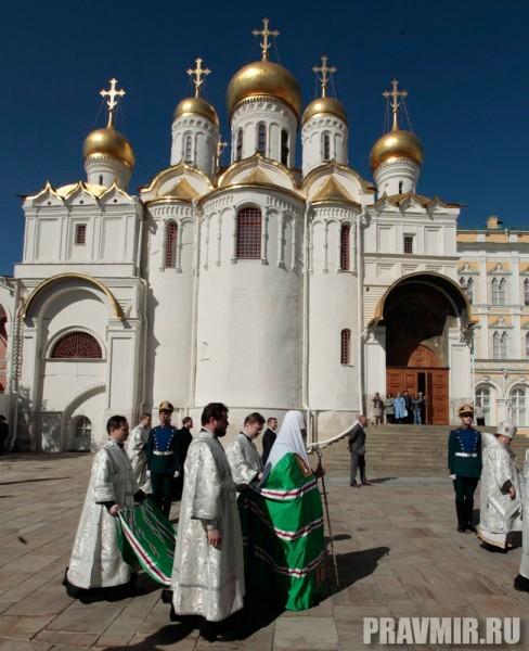 Патриаршая литургия в Кремле и молебен у храма Василия Блаженного. Фото Владимира Ходакова (8)