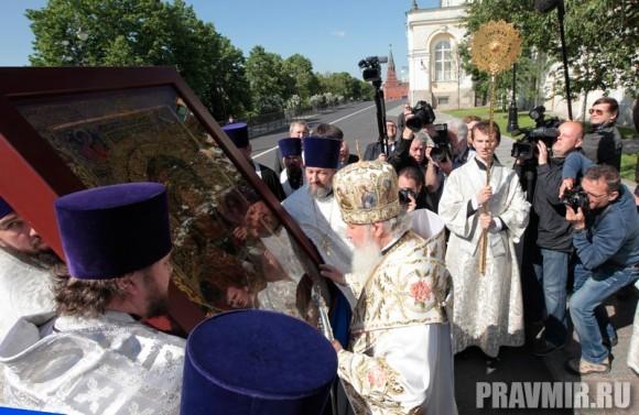 Патриаршая литургия в Кремле и молебен у храма Василия Блаженного. Фото Владимира Ходакова (10)