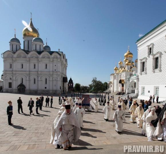 Патриаршая литургия в Кремле и молебен у храма Василия Блаженного. Фото Владимира Ходакова (12)