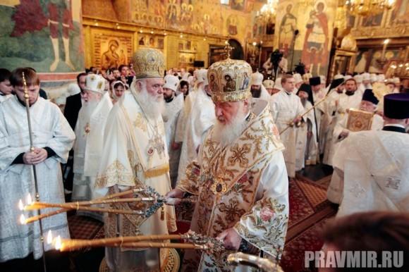 Патриаршая литургия в Кремле и молебен у храма Василия Блаженного. Фото Владимира Ходакова (13)