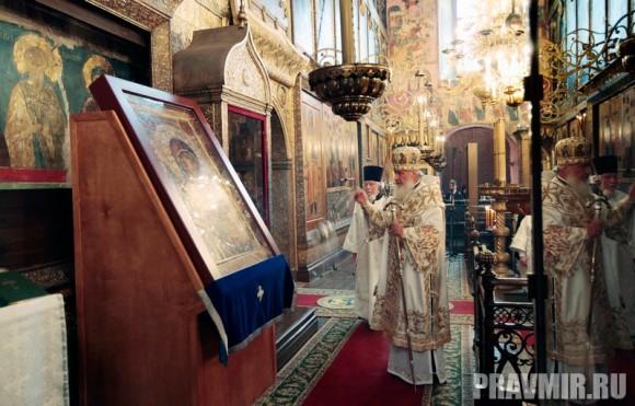 Патриаршая литургия в Кремле и молебен у храма Василия Блаженного. Фото Владимира Ходакова (14)