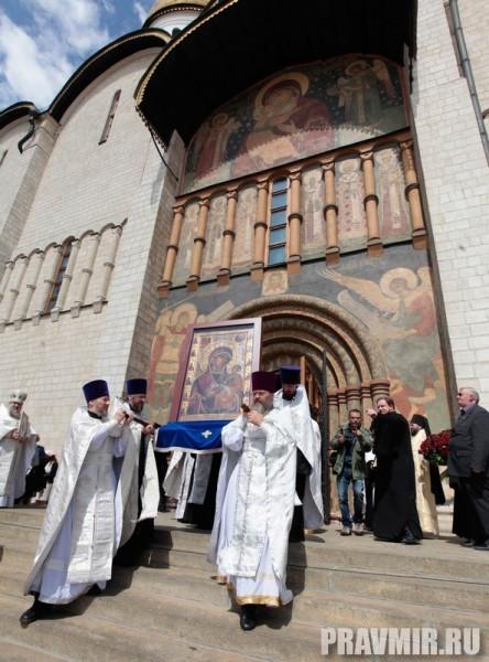 Патриаршая литургия в Кремле и молебен у храма Василия Блаженного. Фото Владимира Ходакова (29)