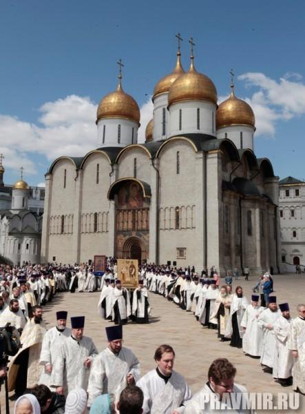 Патриаршая литургия в Кремле и молебен у храма Василия Блаженного. Фото Владимира Ходакова (33)