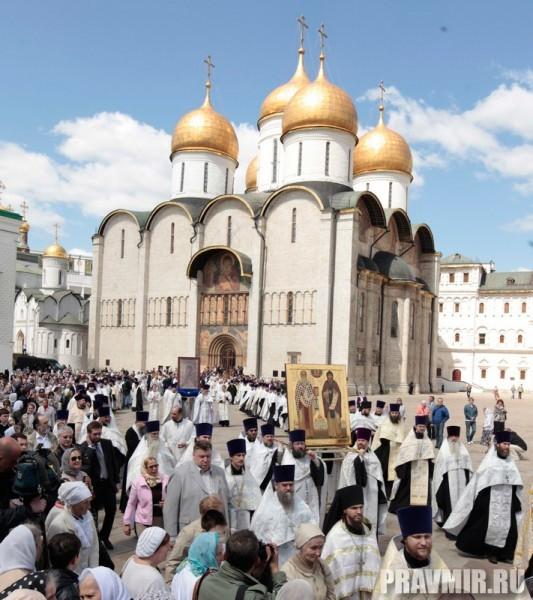Патриаршая литургия в Кремле и молебен у храма Василия Блаженного. Фото Владимира Ходакова (34)