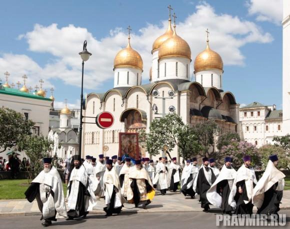 Патриаршая литургия в Кремле и молебен у храма Василия Блаженного. Фото Владимира Ходакова (35)