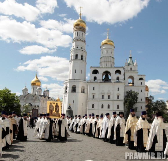 Патриаршая литургия в Кремле и молебен у храма Василия Блаженного. Фото Владимира Ходакова (37)