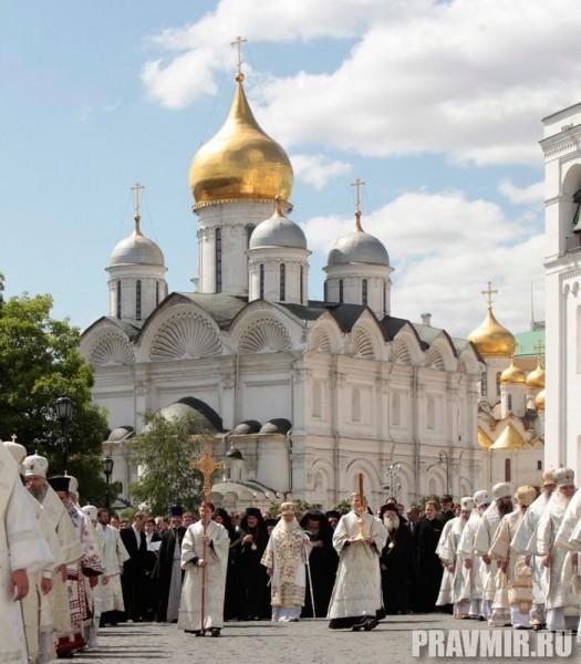 Патриаршая литургия в Кремле и молебен у храма Василия Блаженного. Фото Владимира Ходакова (39)