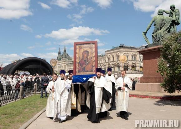 Патриаршая литургия в Кремле и молебен у храма Василия Блаженного. Фото Владимира Ходакова (40)