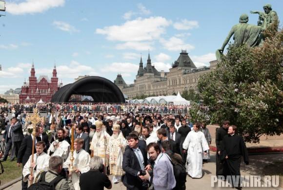 Патриаршая литургия в Кремле и молебен у храма Василия Блаженного. Фото Владимира Ходакова (41)