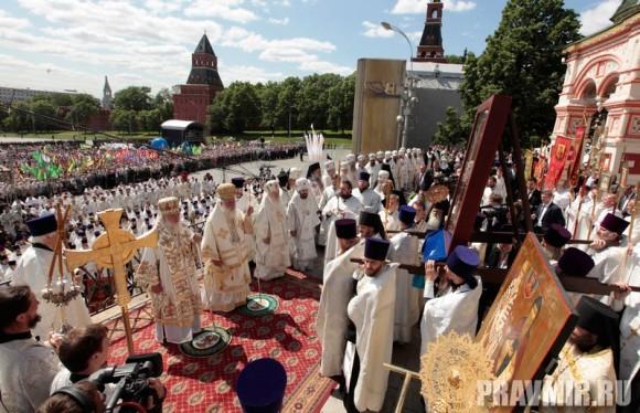Патриаршая литургия в Кремле и молебен у храма Василия Блаженного. Фото Владимира Ходакова (42)