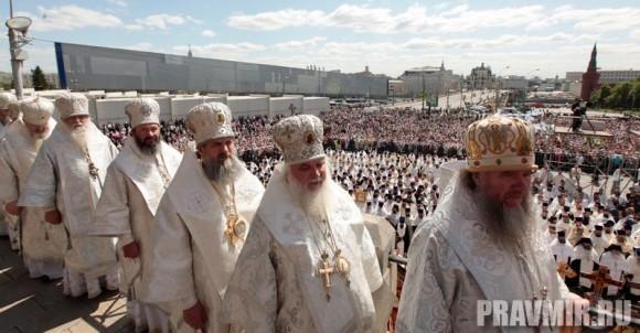 Патриаршая литургия в Кремле и молебен у храма Василия Блаженного. Фото Владимира Ходакова (44)