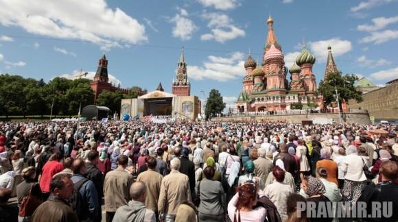 Патриаршая литургия в Кремле и молебен у храма Василия Блаженного. Фото Владимира Ходакова (47)