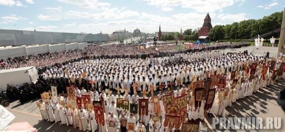Патриаршая литургия в Кремле и молебен у храма Василия Блаженного. Фото Владимира Ходакова (48)