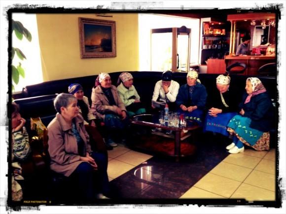 Бурановские бабушки ждут самолет