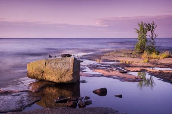 Ранние лучи. Ладожское озеро, остров Валаам, Карелия. Автор: Виктор Калеченков