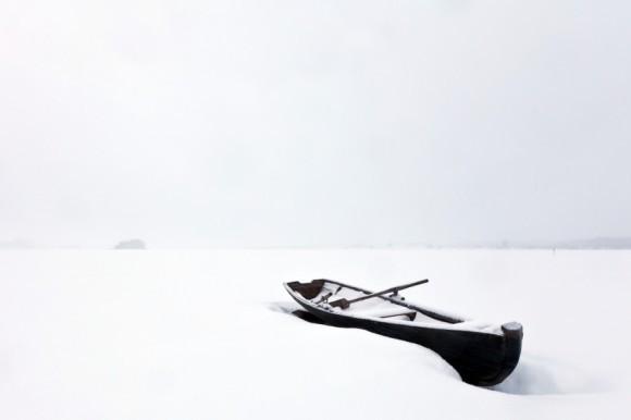 Одинокая лодка. Деревня Карпово, Плесецкий сектор Кенозерского Национального Парка. Автор: Виктория Тимохина